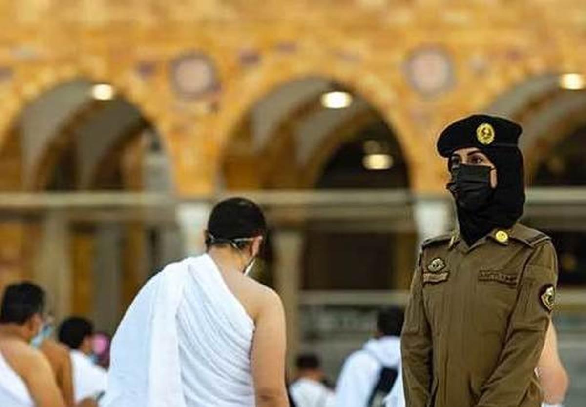 تصویر خبرساز پلیس زن در مسجدجامع مکه  حضور پلیس زن در مسجد جامع مکه+عکس