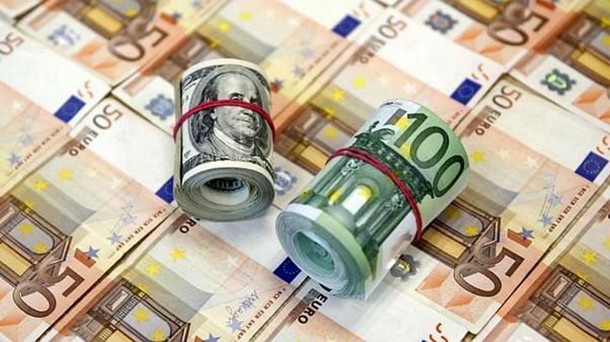 عرضه دلار و یورو در  بازار رسمی افزایش یافت