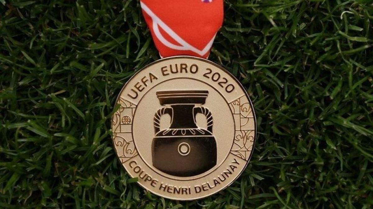 رونمایی از مدال قهرمان یورو ۲۰۲۰ عکس