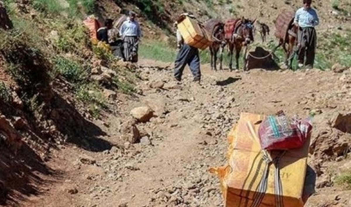 سقوط کولبر ۱۴ ساله از کوه    درمان کولبر به دلیل مشکلات مالی متوقف مانده است