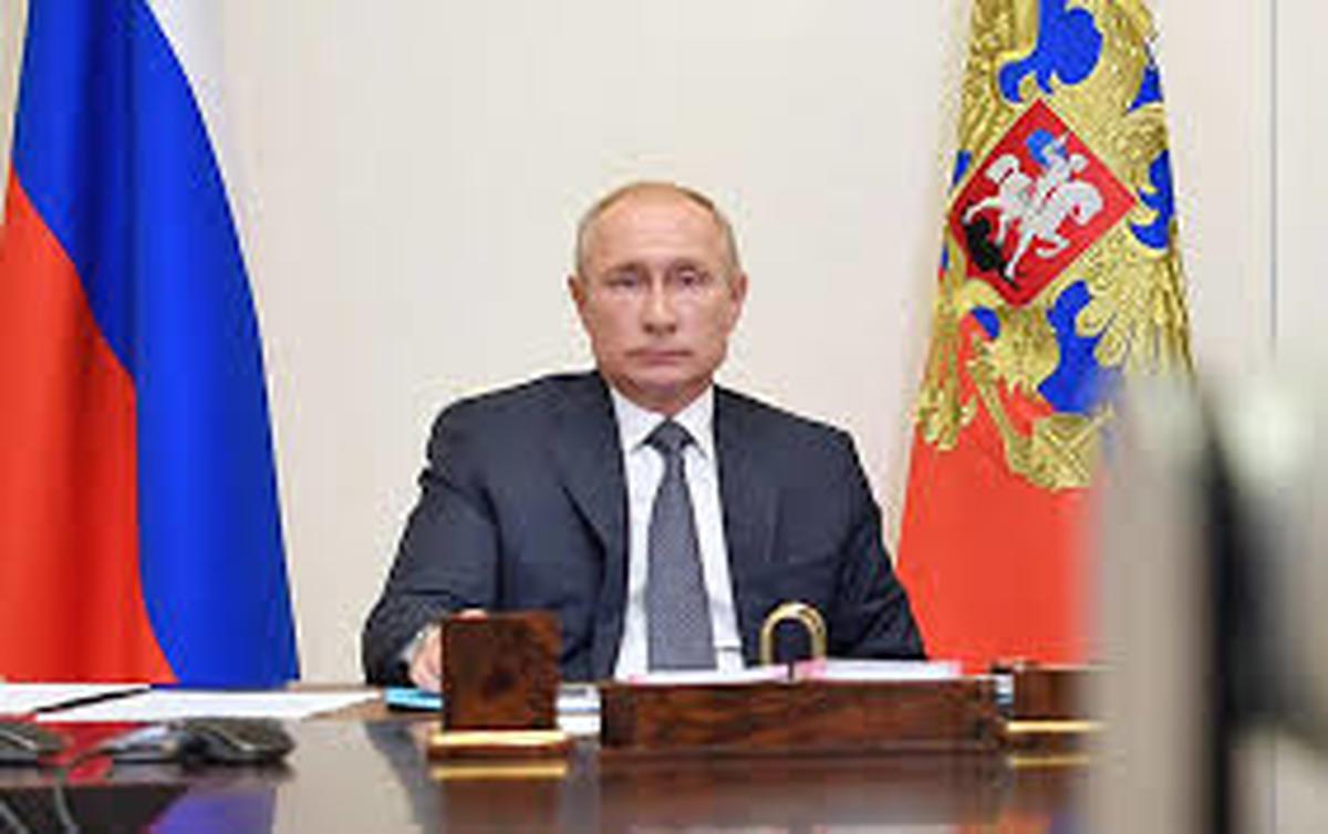 کرملین استعفا  پوتین  را رد کرد.