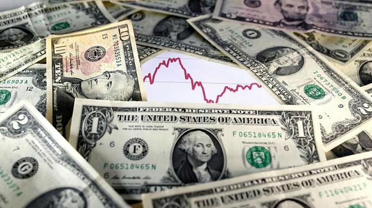 دلار عقب نشینی می کند؟