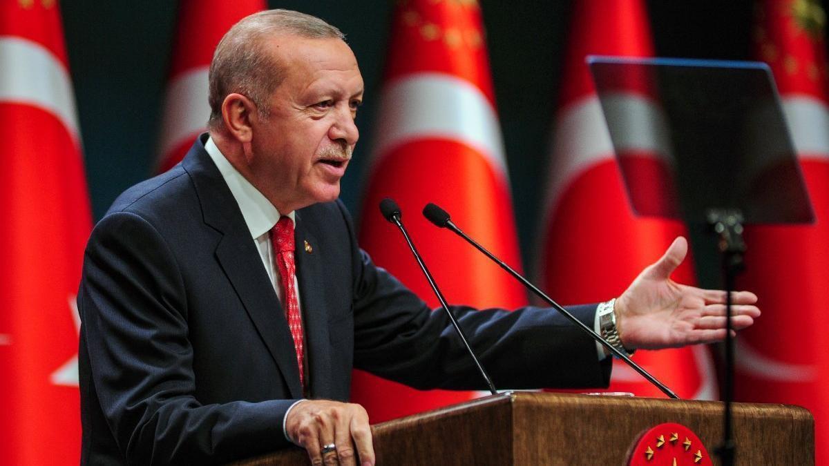 کنایه اردوغان به مکرون  |  مانند بعضیها به دنبال عکس یادگاری در لبنان نیستیم