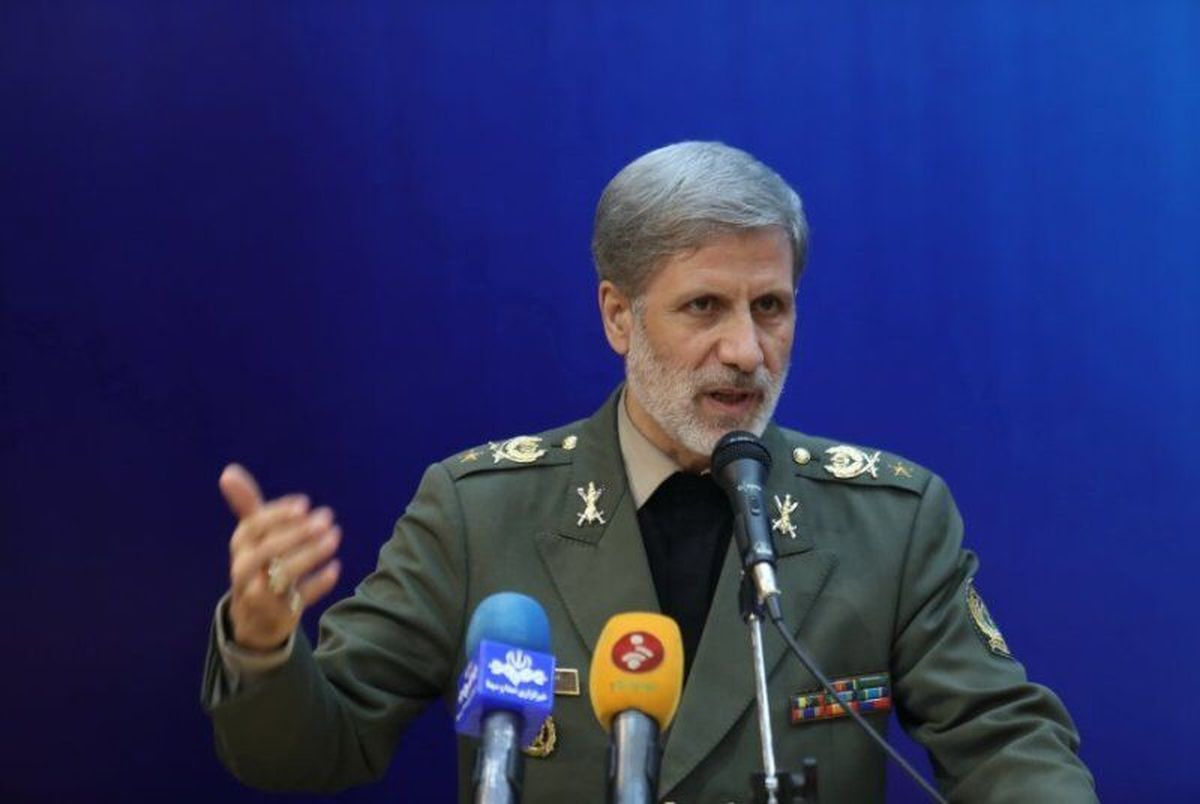 وزیر دفاع : ۸۰۰ محصول دفاعی به برکت انقلاب اسلامی در کشور تولید می شود