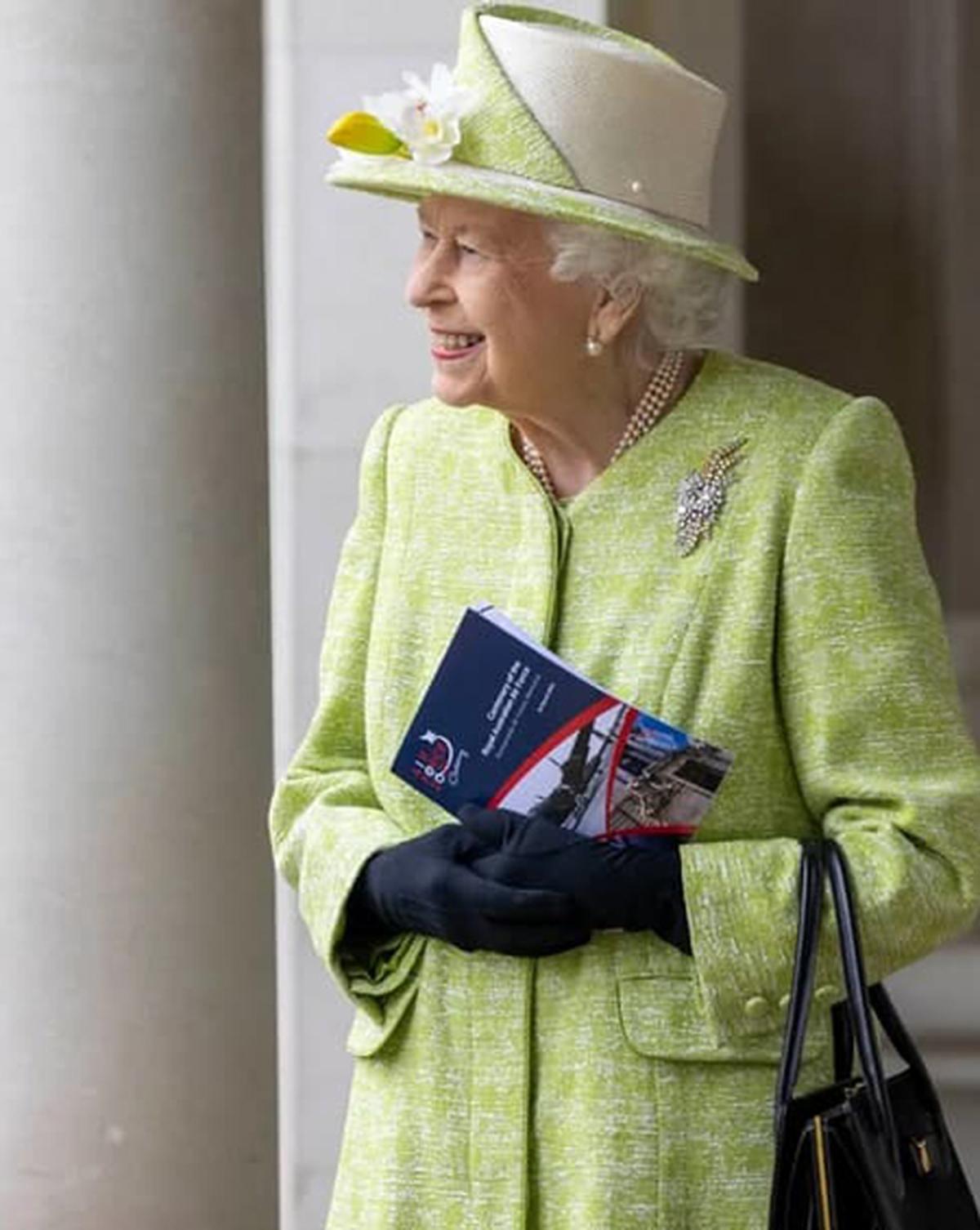 ملکه انگلیس بدون ماسک در یک مراسم عمومی حضور پیدا کرد