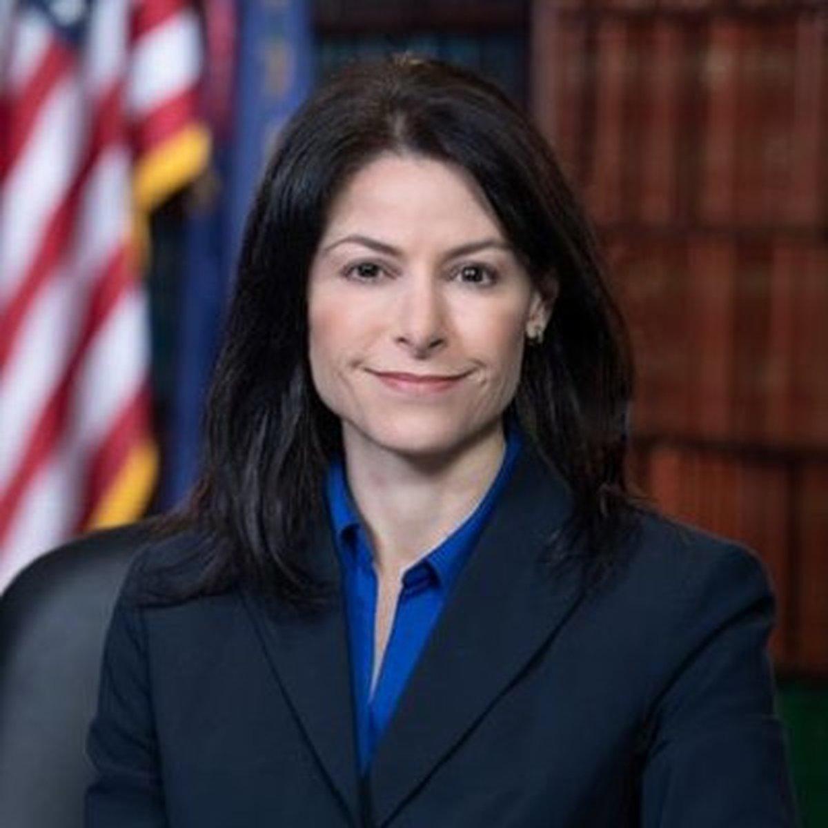 خانم دادستان آمریکایی برای ماسک نزدن ترامپ هشدار داد.
