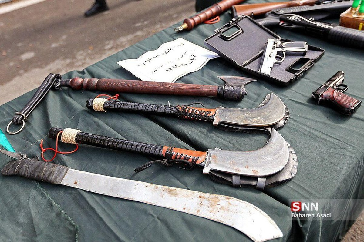 سلاح عجیب اراذل و اوباش تهرانی در نمایشگاه کشفیات پلیس