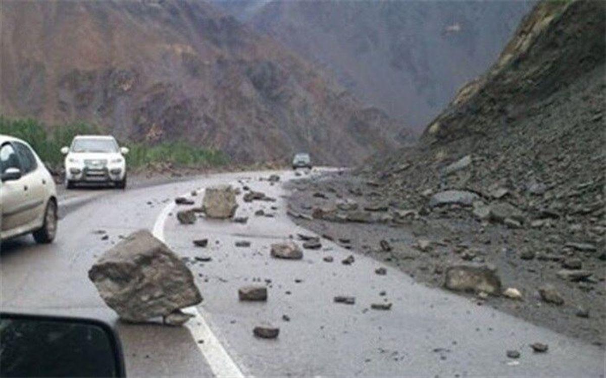 حادثه | ریزش سنگ در محور هراز