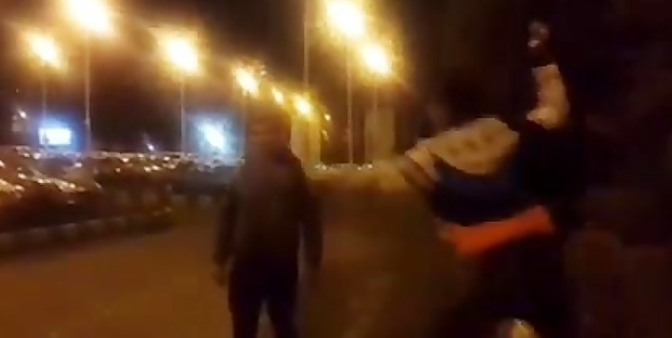 دو موتورسوار به مسئول بسیج دانشگاه علوم پزشکی تهران حمله کردند | نماینده مجلس: موضوع پیگیری شود