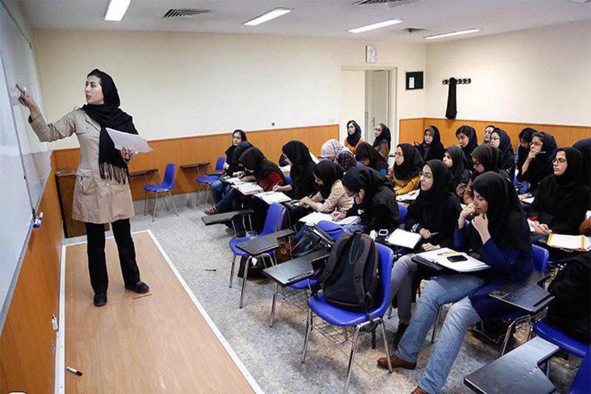۹۰۰ استاد از ایران خارج شدهاند.