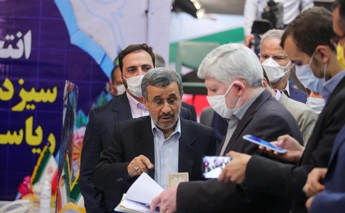 آیا احمدی نژاد ناجی کشور است؟
