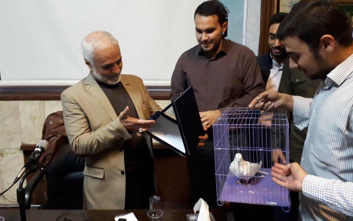 هدیه عجیب یک تشکل دانشجویی به حسن عباسی