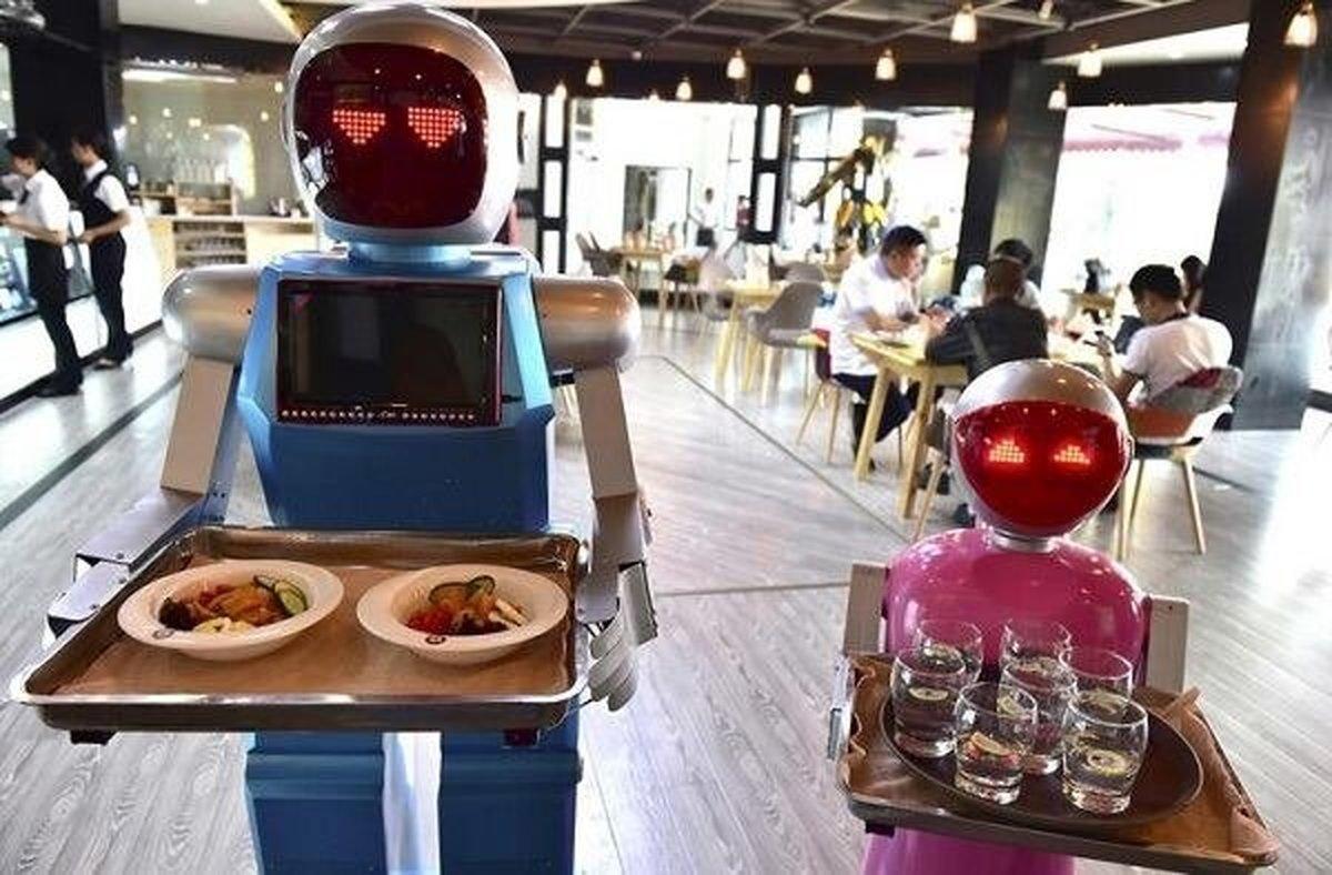 پیشخدمت رستوران  رباتهای سخنگو پیشخدمت رستوران میشوند