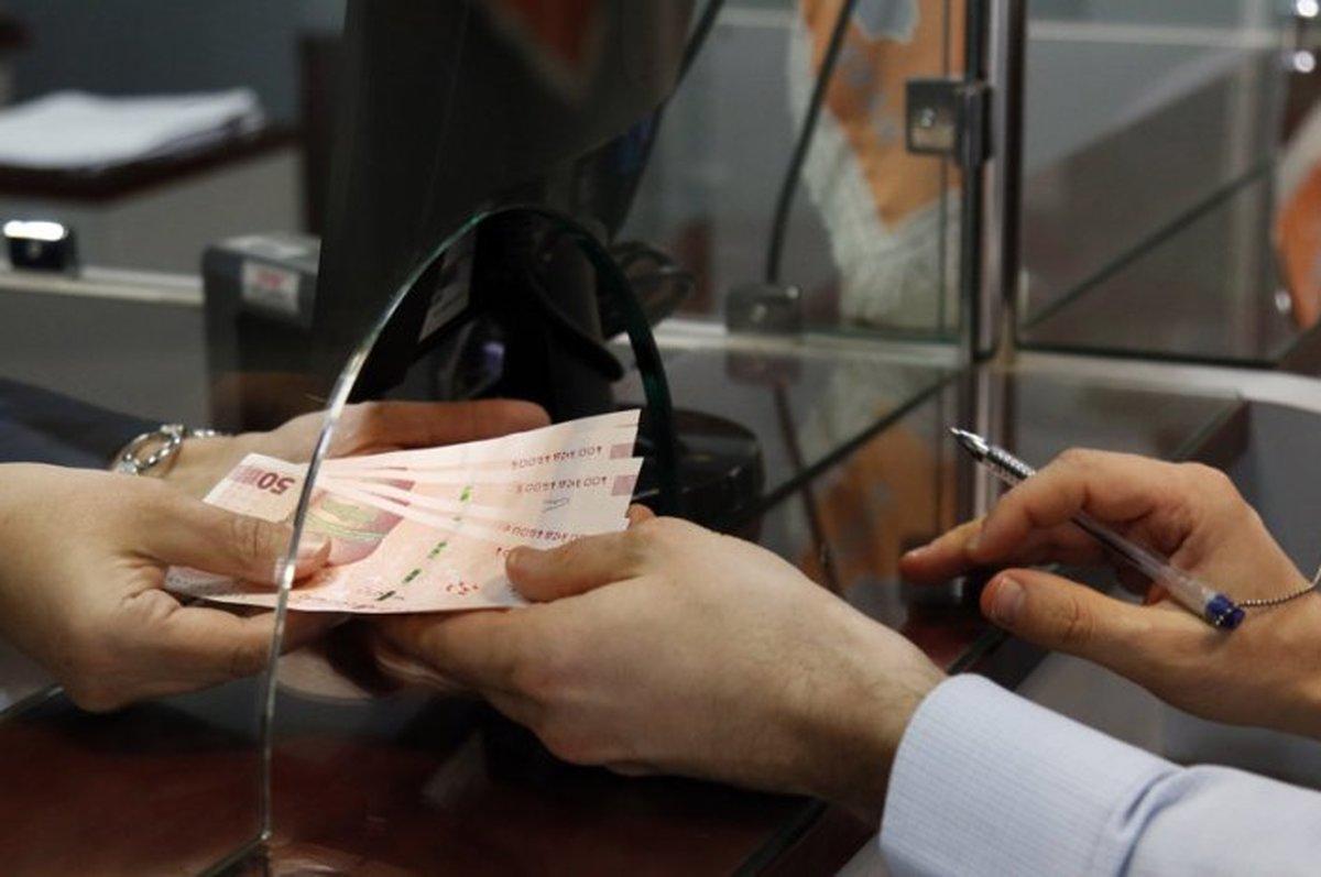 باعملیات بازار باز، مراجعه دولت به بانک مرکزی کم میشود