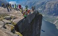 ویدئو؛ وقتی 26 نفر با هم از دره پایین می پرند!