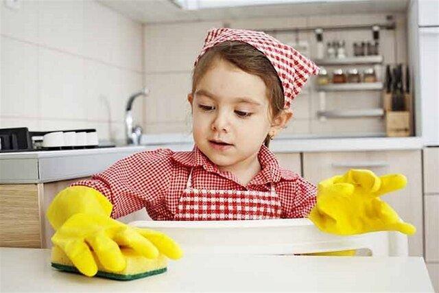 والدین در خانه به فرزند خود مسئولیت دهند