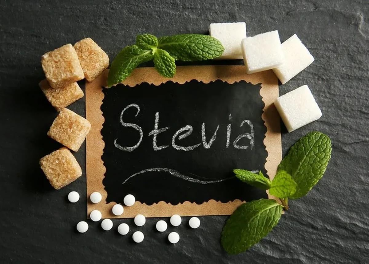استویا؛ هر آنچه که باید در مورد فواید و مضرات این شیرین کننده طبیعی بدانید