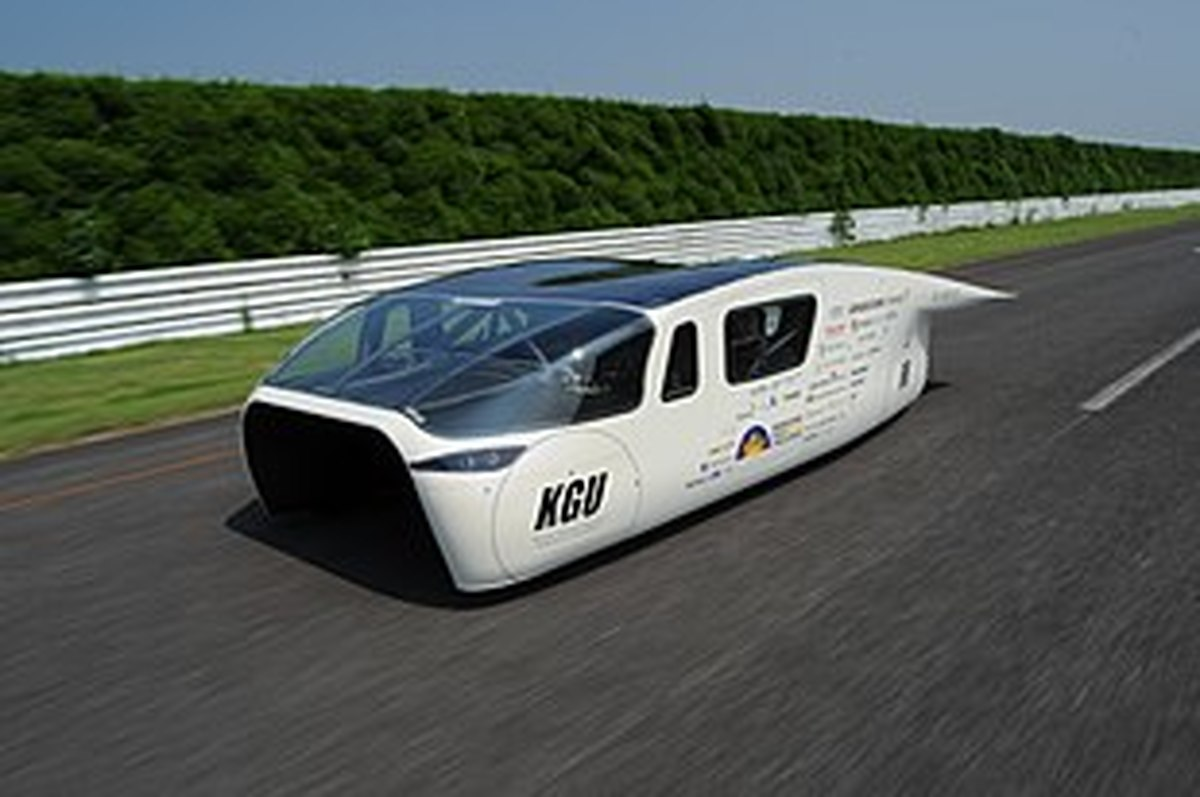 ویدئو : مسابقه پرسرعتترین خودروهای خورشیدی جهان در استرالیا