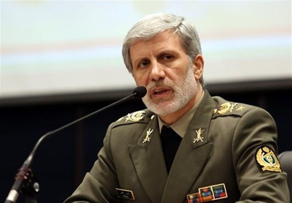 وزیر دفاع درگذشت سرباز معلمان را تسلیت گفت