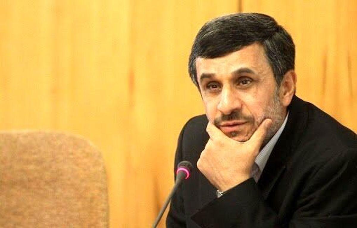 چه رفتاری از احمدینژاد برای رهبر انقلاب عجیب بود؟