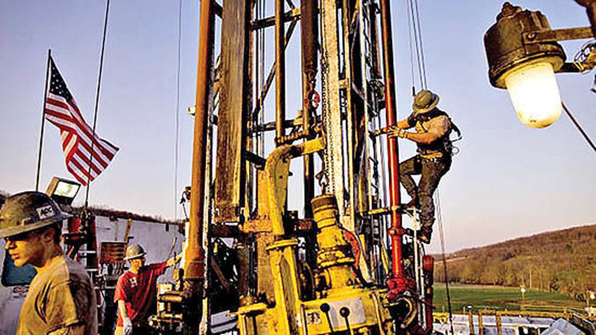 نظرسنجی بلومبرگ از 5 موسسه نفتی | چشمانداز خاکستری نفت شیل