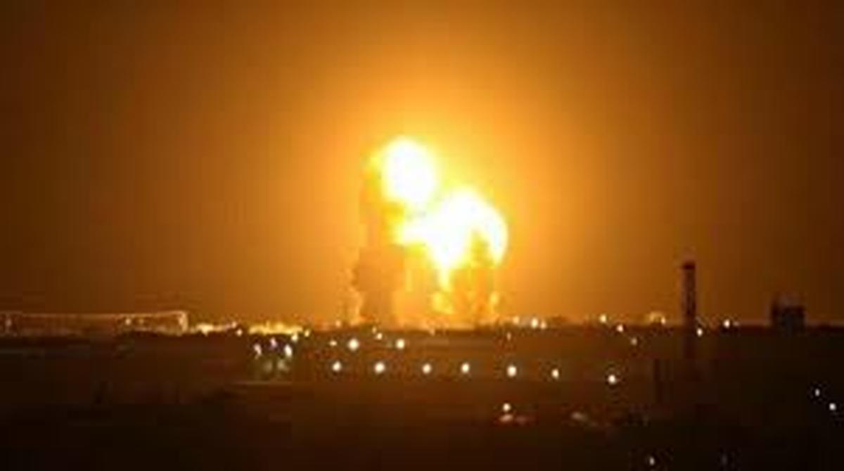 موشک کاتیوشا   |  پالایشگاه نفت مورد اصابت موشک کاتیوشا قرار گرفت