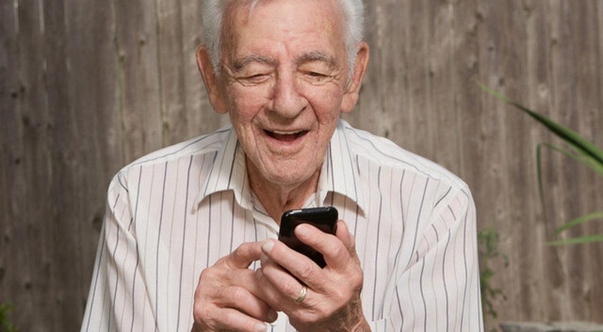 افسردگی سالمندان  |  تاثیر استفاده از گوشیهای هوشمند بر افسردگی سالمندان