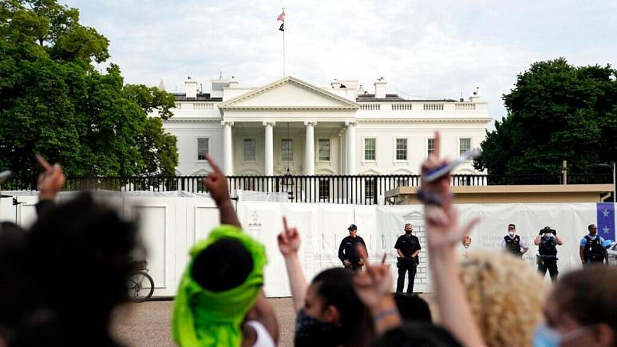 واکنش ترامپ به اعتراضات شب گذشته مقابل کاخ سفید