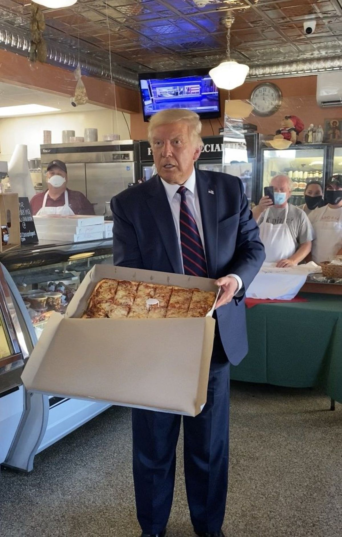 عجله و اشتباه ترامپ در تحریم رستوران ایتالیایی به جای شرکت نفتی ونزوئلا