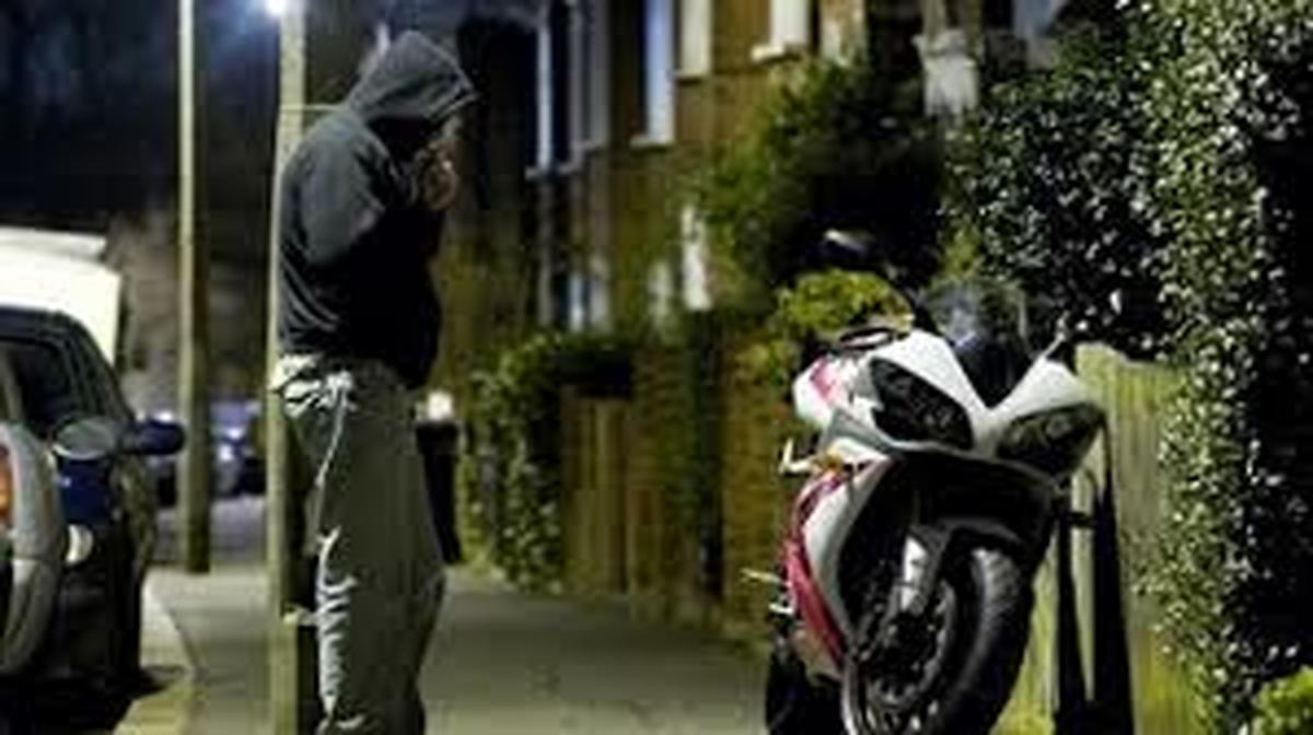معضلات اجتماعی | سارق و مالخر موتورسیکلت دستگیر  شد.