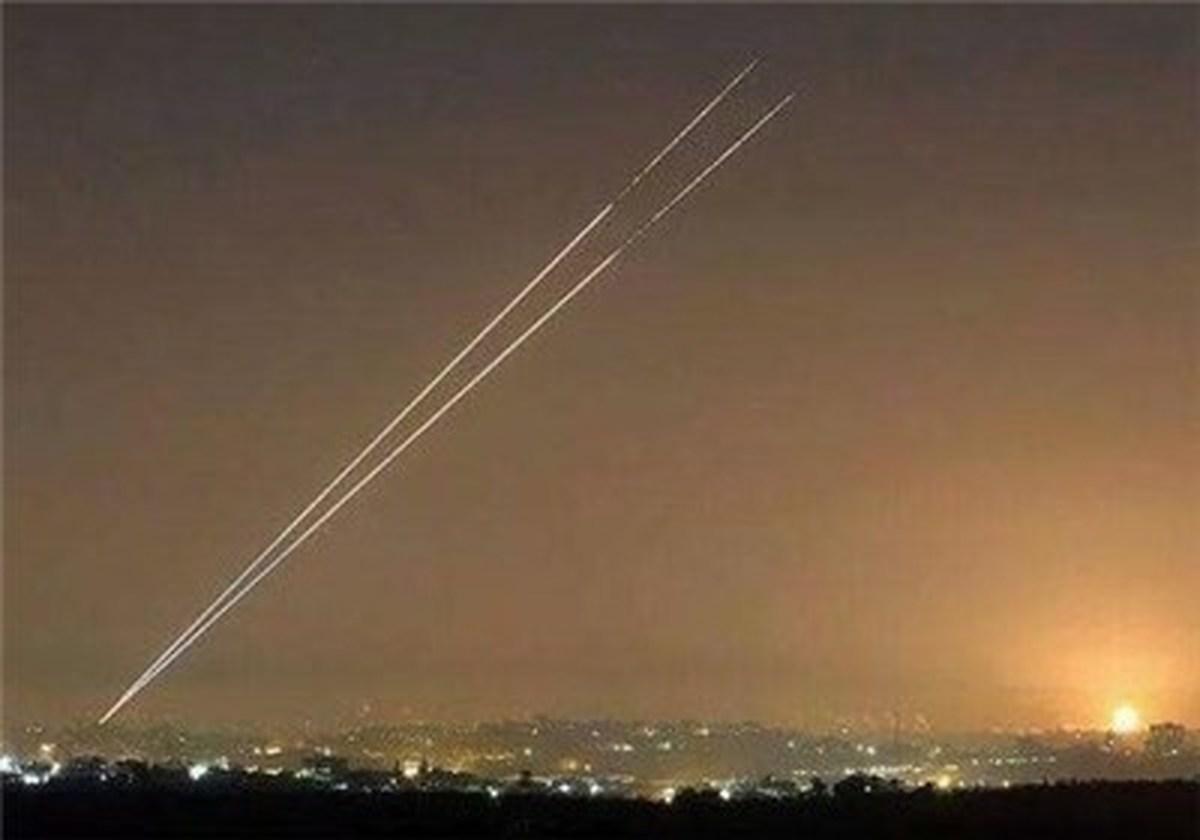 شلیک بیش از ۱۰۰ راکت و موشک | نظامیان صهیونیست به حرم مقدس یورش بردند