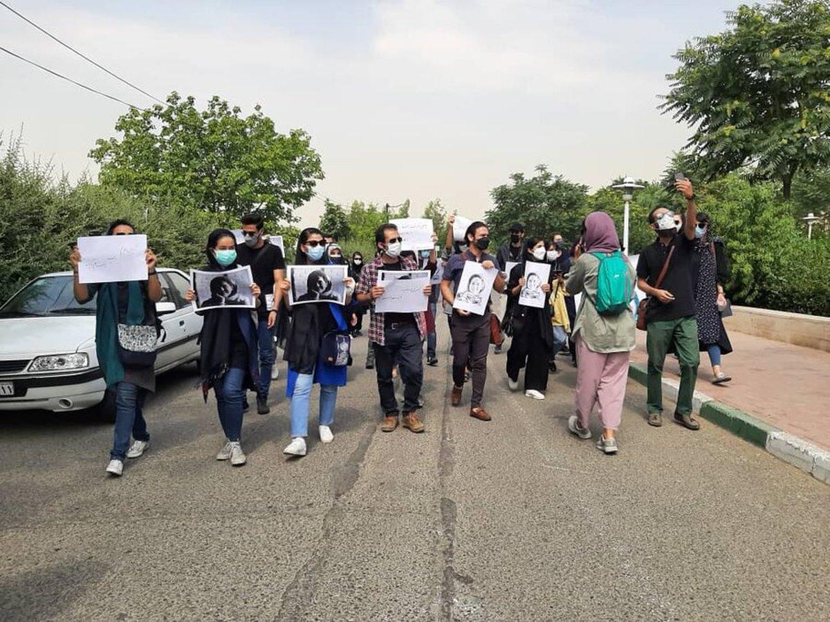 تجمع خبرنگاران مقابل سازمان محیطزیست   درخواست استعفای عیسی کلانتری