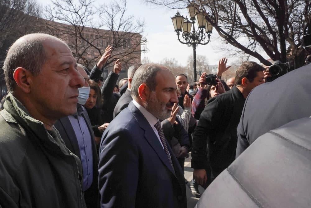 پاشینیان در جمع هواداران: قصد ترک ارمنستان را ندارم