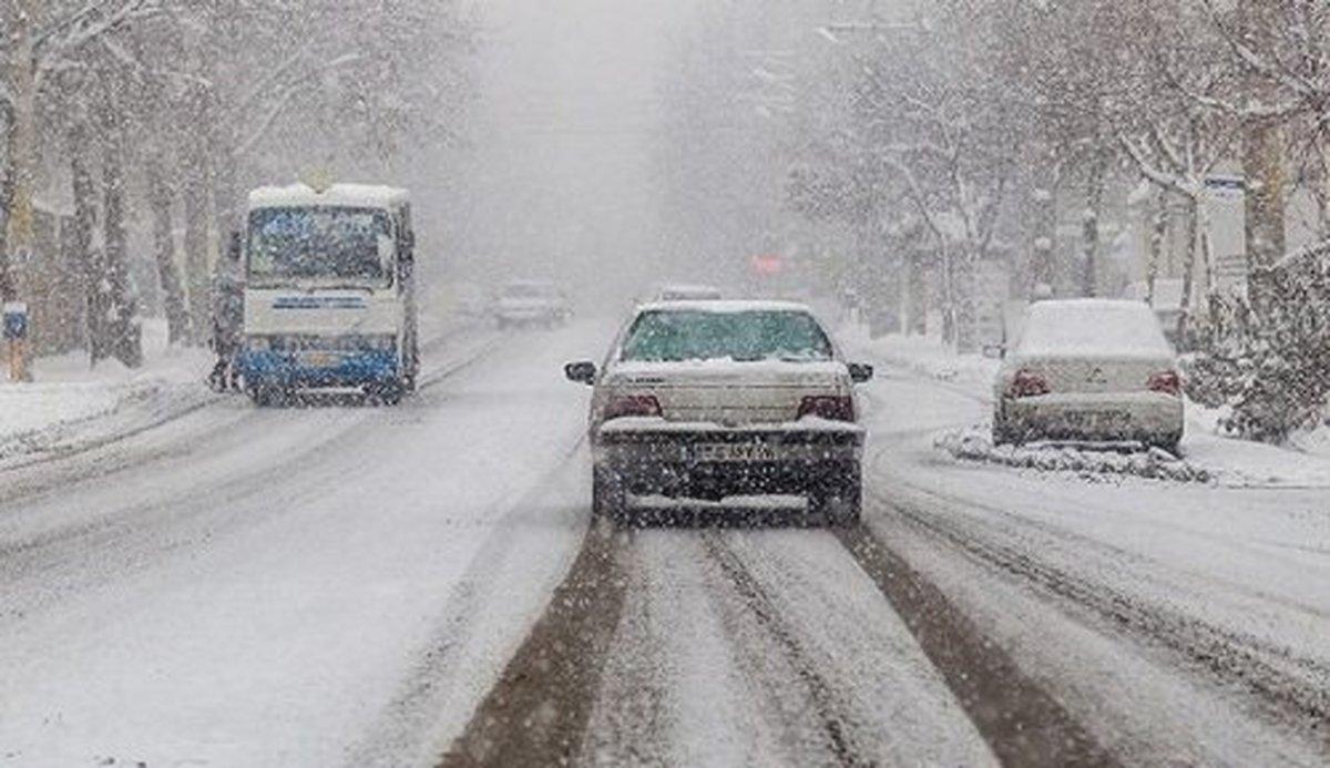 بارش برف | جاده خلخال به پونل مسدود شد
