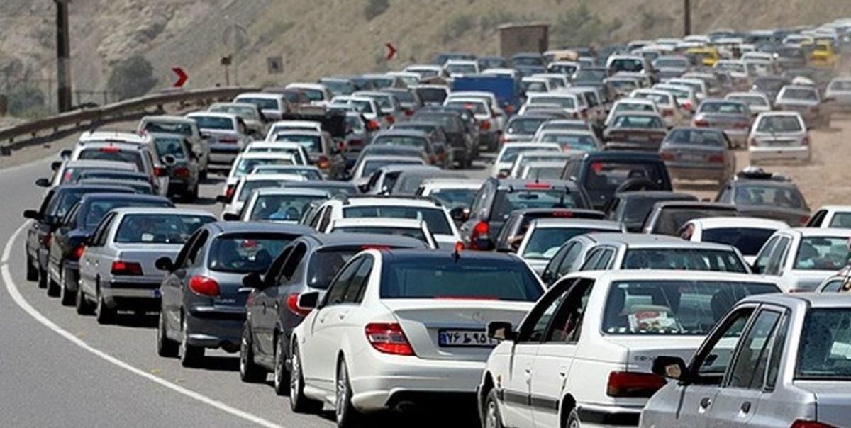 ترافیک       محورهای هراز و فیروزکوه استان سنگین و پر حجم در جریان است.