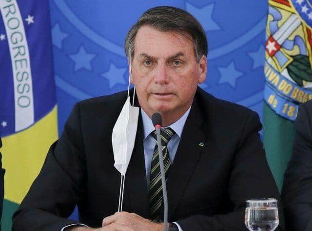 رئیس جمهور برزیل: زدن ماسک ضرر دارد!