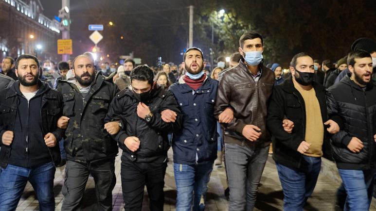 ارمنیهای خشمگین در خیابانهای ایروان خواهان استعفای پاشینیان شدند