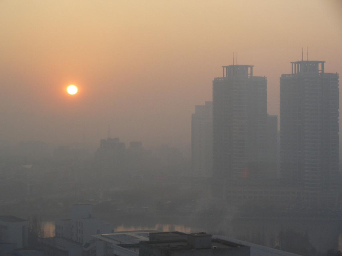 آلودگی هوا در شمال شرق تهران از مرز ۲۰۰ واحدی عبورکرد