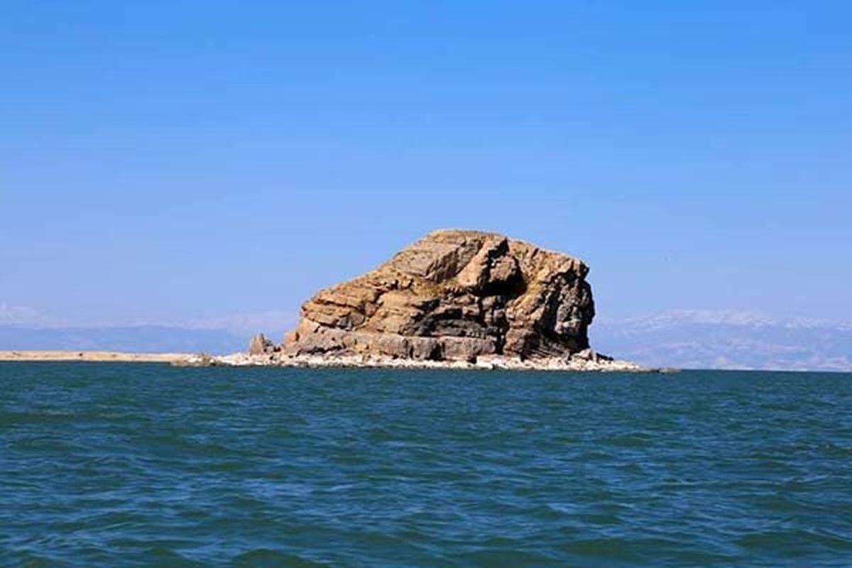 کاهش وسعت دریاچه ارومیه در مقایسه با میانگین درازمدت