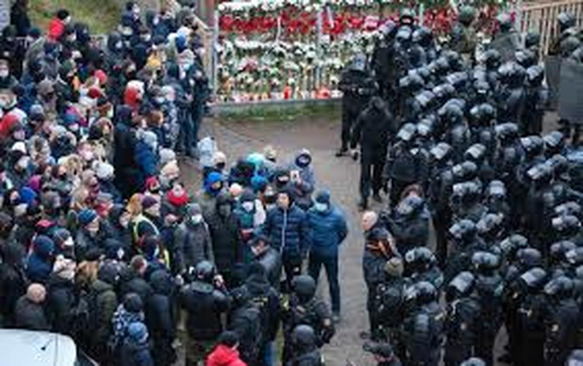 نتایج انتخابات  |   800 معترض در بلاروس بازداشت شد .