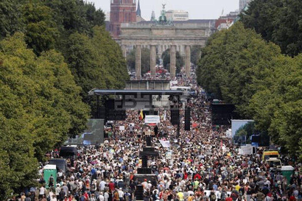 بیماری کرونا | تظاهرات هزاران نفر در آلمان علیه محدودیتهای کرونایی
