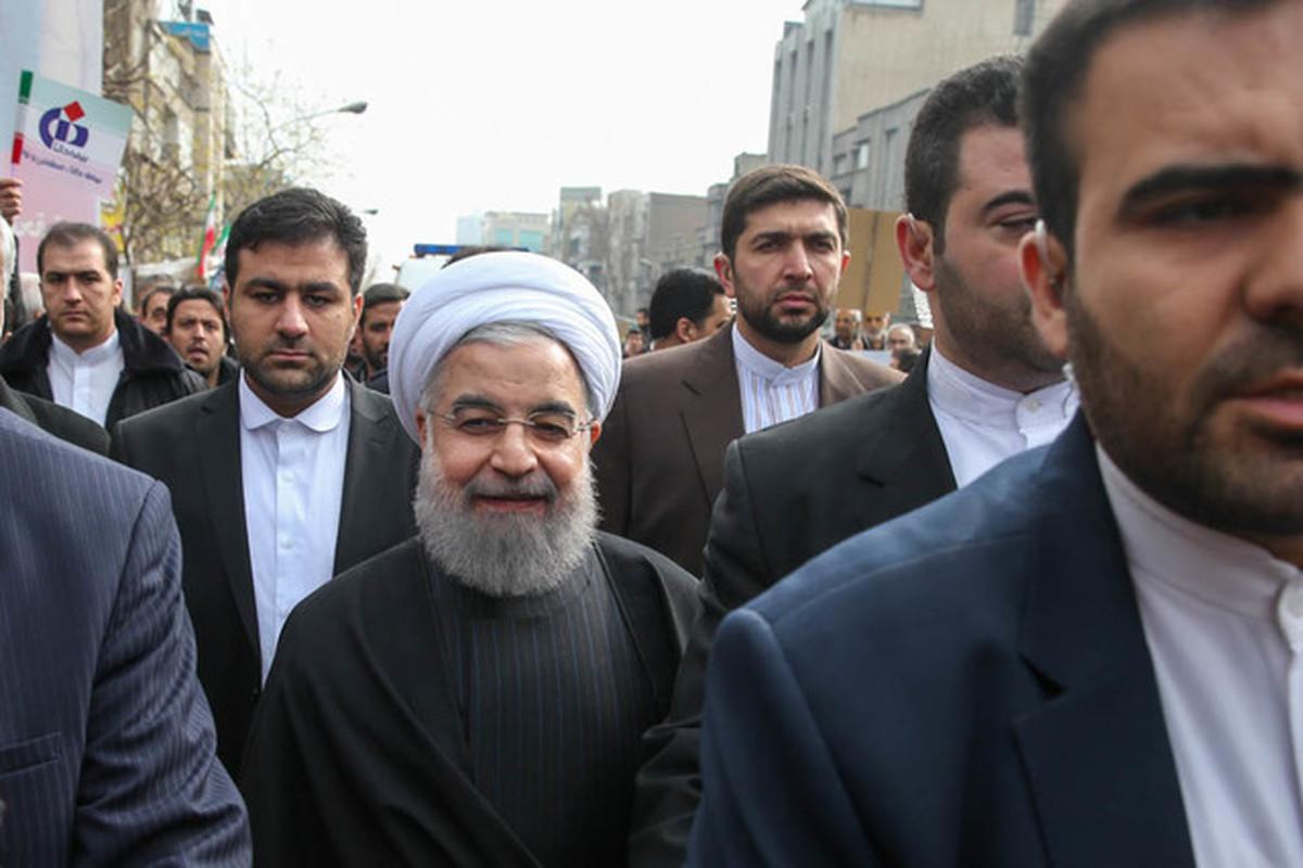 رئیسجمهور به جمع راهپیمایان تهرانی پیوست