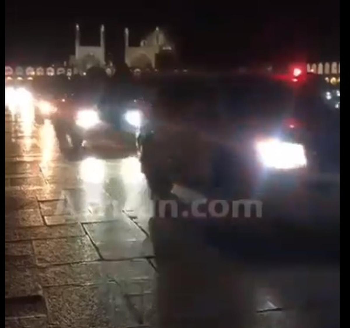 ویدیو: ورود مسوولین با خودرو به میدان نقش جهان اصفهان