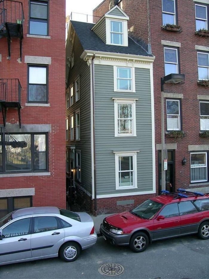 خانههایی که برای لجبازی با همسایهها ساخته شدند!