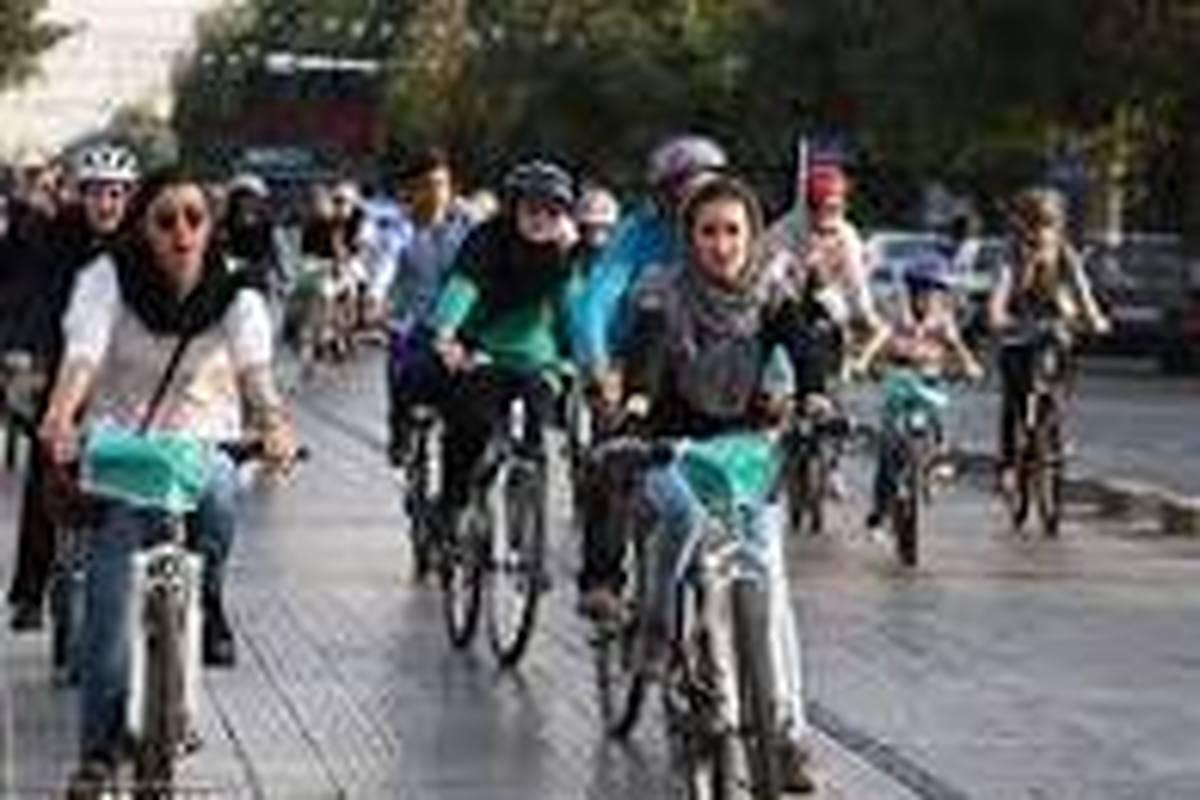 مسئول دفتر آیت الله علوی گرگانی: موتورسواری و دوچرخه سواری زن عفت جامعه را به خطر می اندازد