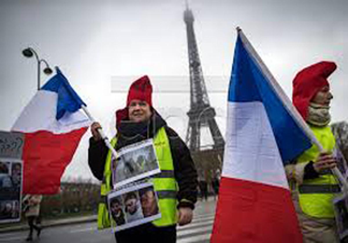تظاهرات زنان طرفدار جنبش ضد سرمایهداری در پاریس