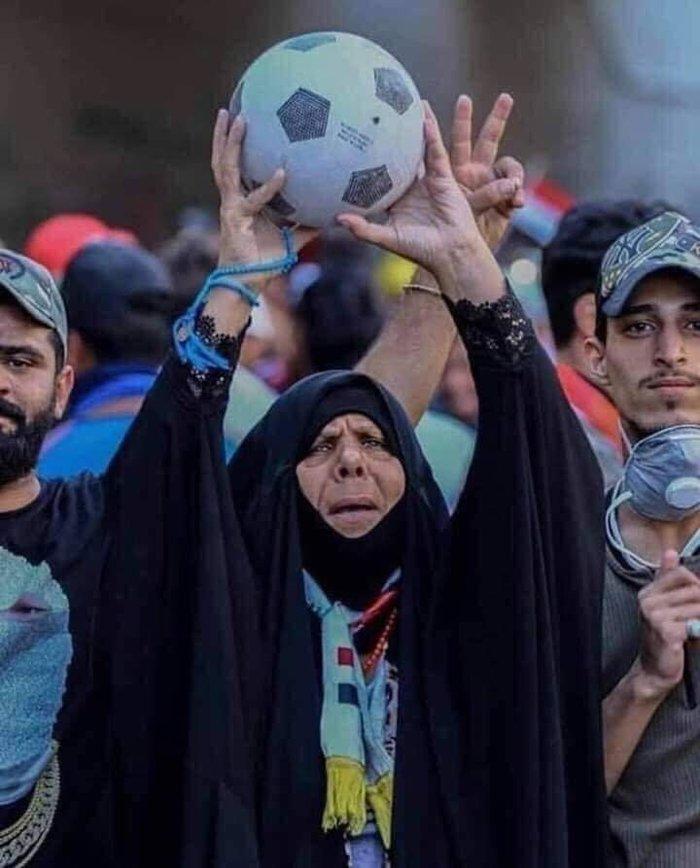 تصویری از زن عراقی که به خاطر برد عراق مقابل ایران ، جهانی شد!