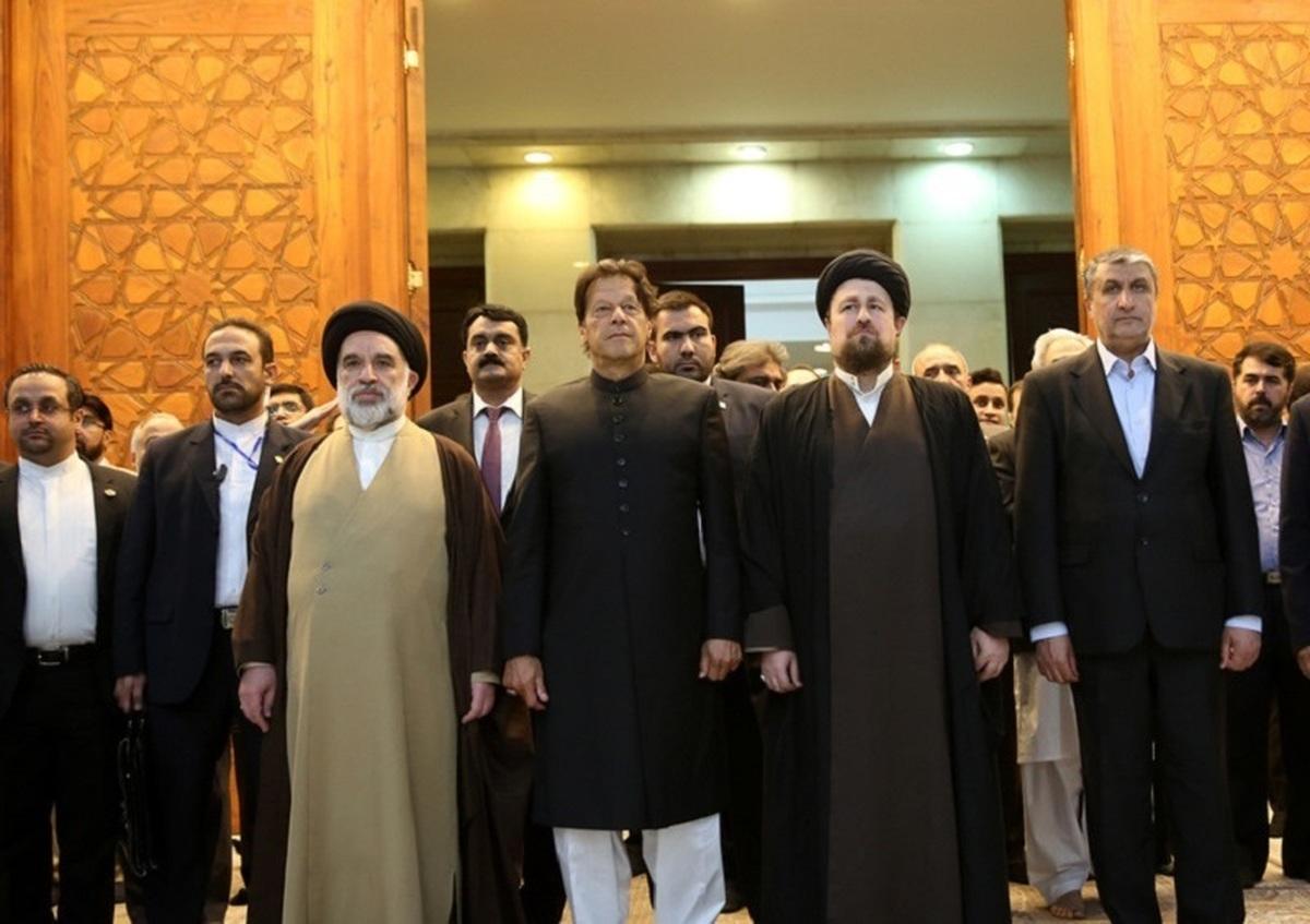 نخست وزیر پاکستان به مقام شامخ امام راحل ادای احترام کرد