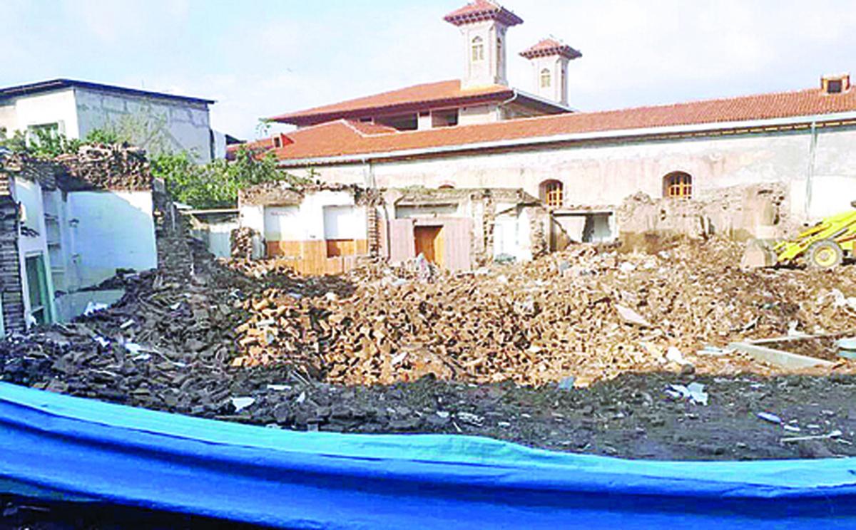 دو دیوار؛ تنها بازمانده مدرسه قاجاری