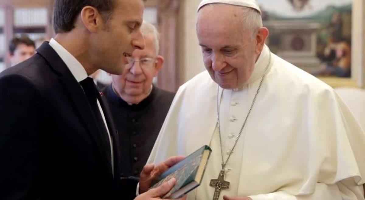 تماس مکرون با پاپ    هم پاپ و هم مکرون بر رد کامل تروریسم و اهمیت گفت و گوی بین ادیان تاکید کردند